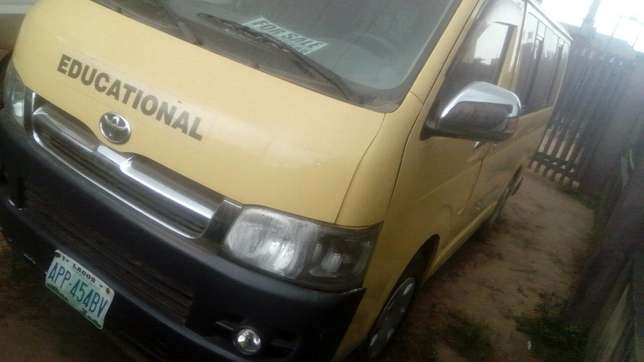Toyota hummer bus Agege - image 4