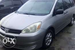 Very neat 04 Toyota Sienna in good shape