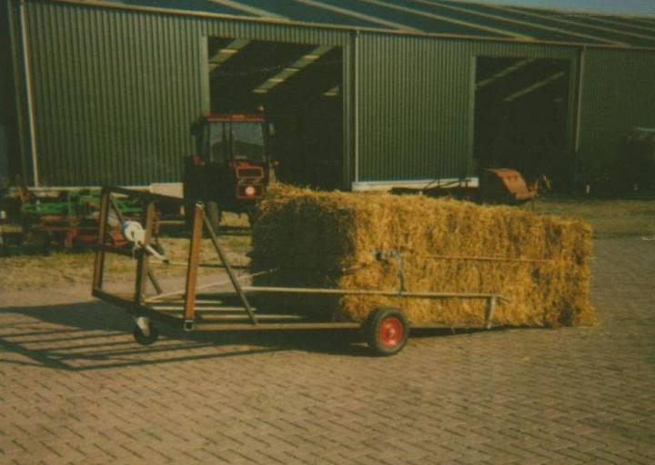 nr 3608 balen-opsleep transporter tractor