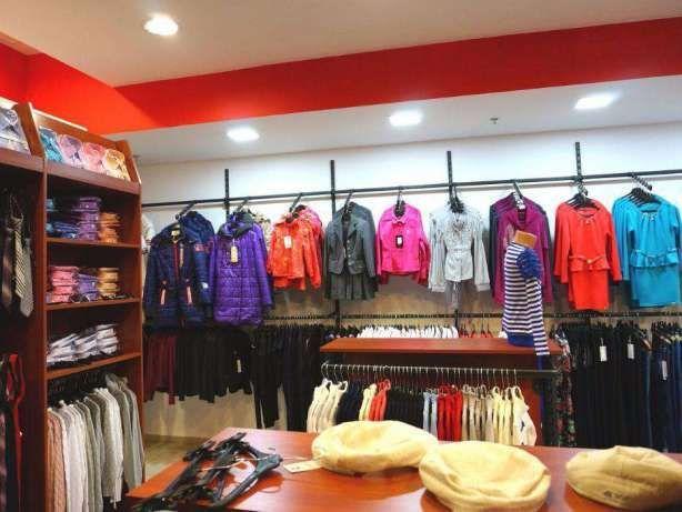 Продам торгове обладнання (меблі і стелажі) з магазину одягу та взуття  Рівне - зображення a6c1158da8608