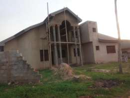 5 Bedroom house with 1 bedroom self-contain boys quarters for sale