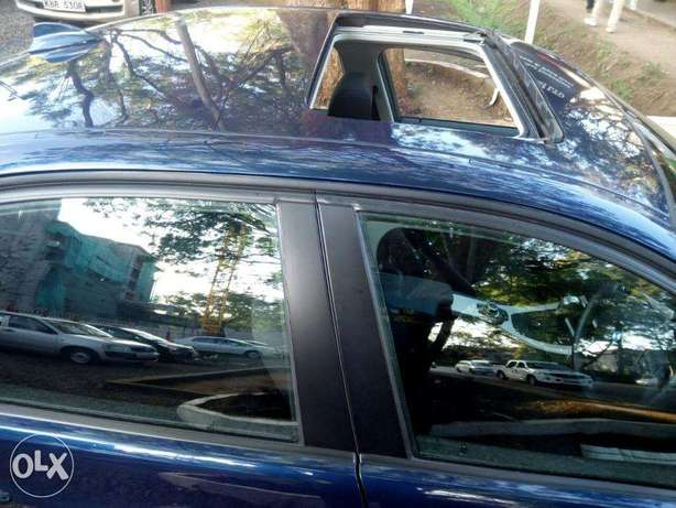 S I-Drive Sunroof Fully Loaded BMW 320i sports Nice color Nairobi CBD - image 2