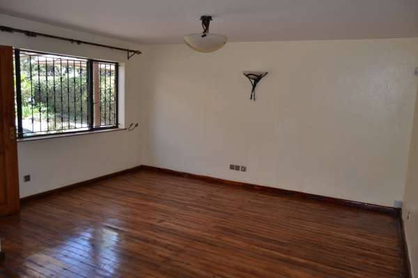 3 brm in community of 3 town houses Brookside Westlands - image 7