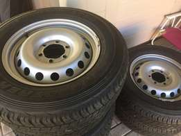 225/70R17 Tyres and rims
