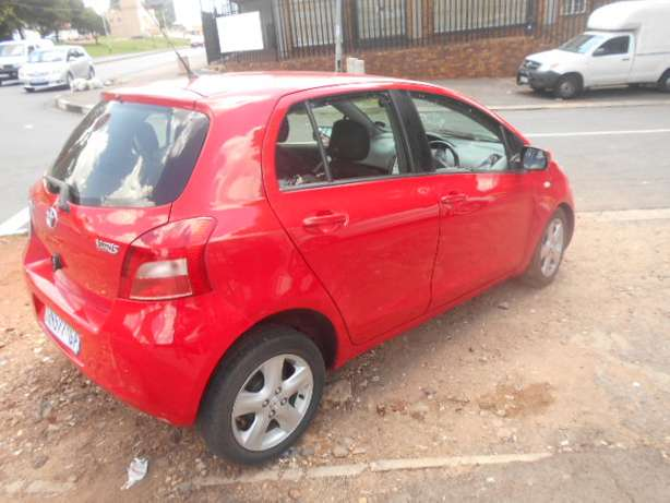 Automatic 2008 Red Toyota Yaris T3 for sale Johannesburg - image 2
