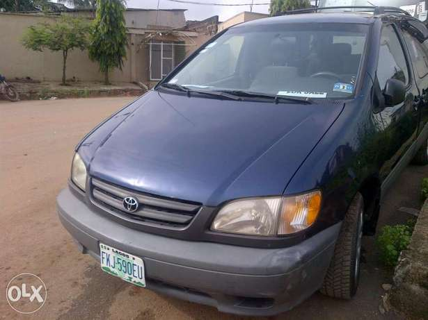 Xcellent and neatly 2 month used Toyota blue sienna Apapa - image 4