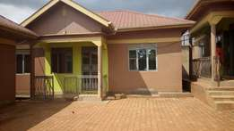 A 2bedroom house in kisaasi at 600k
