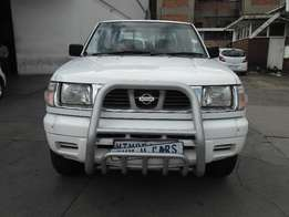Nissan Hardbody Double Cab 4x4 2005 model 98000km white in color R1050