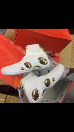 Newly arrived Nike sneakers Lagos Mainland - image 3