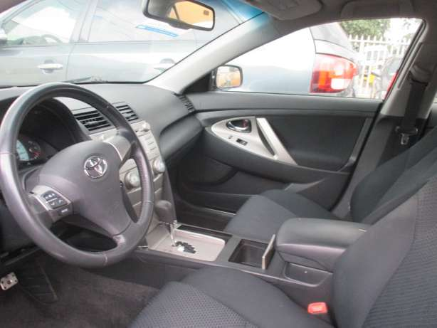 Very Clean 010 Toyota Camry,Tokunbo Lagos Mainland - image 3