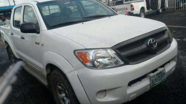 Extremely sharp and sound first body 2009 Hilux with chilling AC Warri - image 1