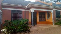 Wonderful; 2 bedroom house for rent in Naalya at 600k