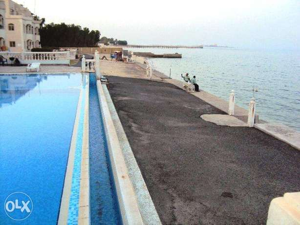 2 Bedrooms Fully Furnished Beach Side Apartment المنقف -  5