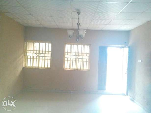 To Let: Clean 3 Bedroom Flat at IREWOLEDE area Ilorin West - image 4