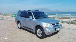 Superb SUV Pajero 7 seater