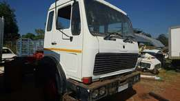1417 semi sleeper cab full trim v series