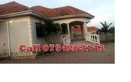 Organised 4 bedroom stand alone house in Kiira town at 1.3m