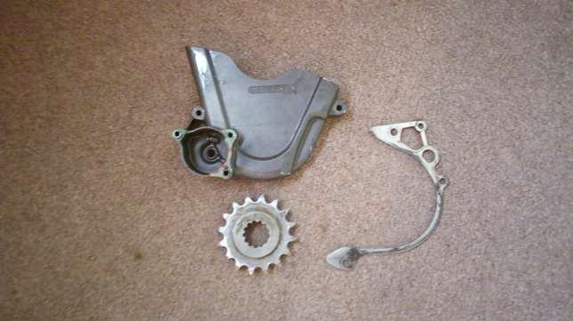 Honda FIreblade 1000rr 2005 Model front sprocket and sprocket cover Welkom - image 1