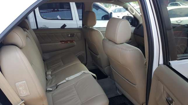 2010 Toyota Fortuner 3.0D-4D Auto Wonderboom South - image 4