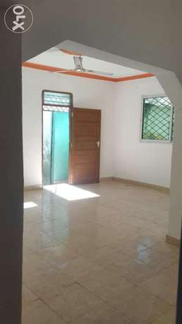 Town 3 bedroom house for rent in island dishes Kibokoni - image 2