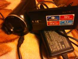 Im selling my sony clean vido camera wth chgr nd also 16GB memory