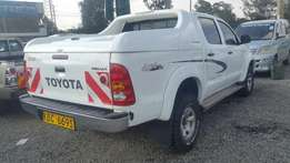 Toyota hilux Dcab pickup 4wd 2500cc diesel manual in good condition