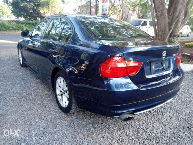 S I-Drive Sunroof Fully Loaded BMW 320i sports Nice color Nairobi CBD - image 3