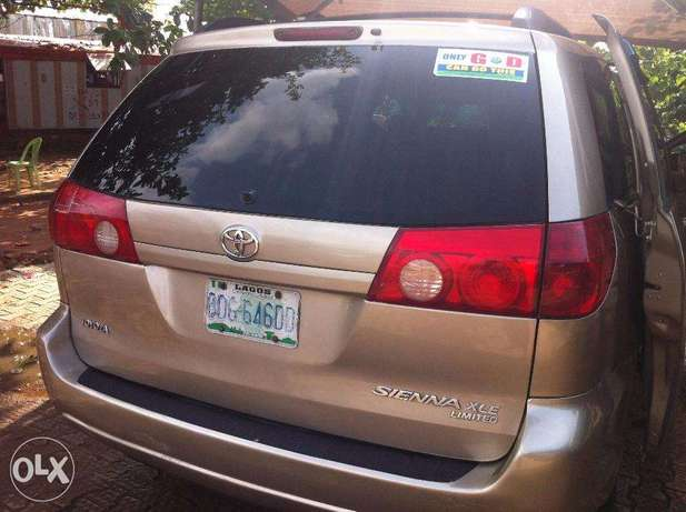 Super Clean Toyota Sienna 2008 / 2009 Model For Sale Kubwa - image 4