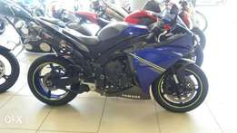2013 model Yamaha R1 with yoshi and many extras