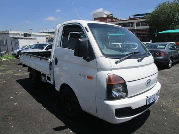 Hyundai H100 2.6 2013 model with 2 doors Johannesburg CBD - image 2