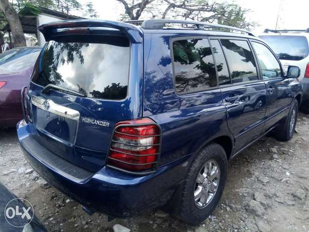Fairly Used 2005 Toyota Highlander Leather For N1.9M Festac Town - image 7