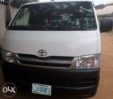 A clean registered toyota hiace bus 08. For sale in asaba