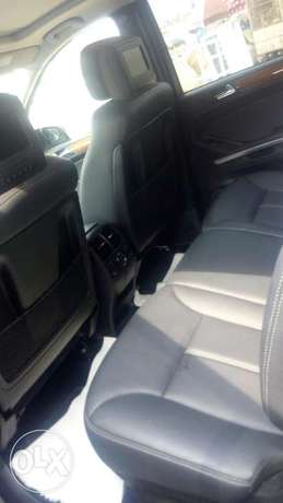 Sparkling clean Mercedes benz GL 450 4matic for sale Ejigbo - image 3
