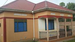 Urgent urgent sale bank in neck of residential 4bed roomed hs mukono