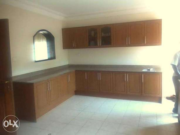 A good 3bedrooms house for rent in muyenga at 1.5m Kampala - image 5