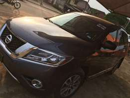 A clean tokunbo nissan pathfinder for sale, 2013 model.