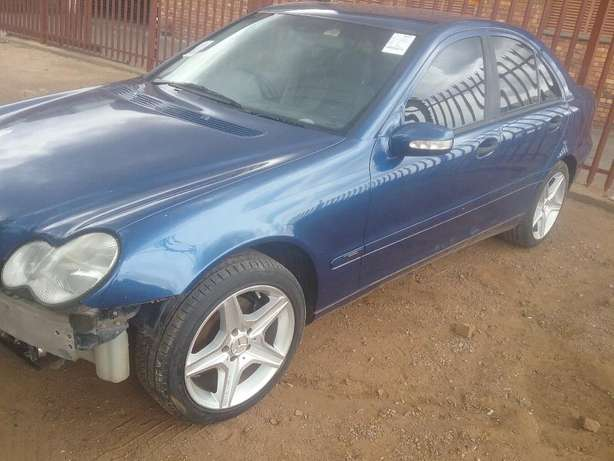 Mercedes C200 Stripping For Spares Pretoria West - image 3