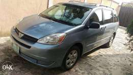 ysuper clean,6 months used toyota sienna 2004 model for 1.47m
