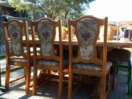 Solid Oak wood dining table and chairs for sale