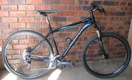 GIANT Large 29r mountain bike