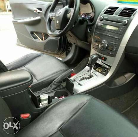 2012 Toyota Corolla with push button ignition and bluetooth Ikeja - image 6