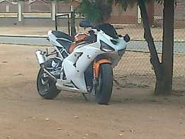Selling my zx6r 04 ,