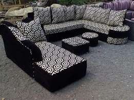 Black and white circles 10 sitters