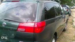 Tokunbo 2004 Toyota Sienna LE
