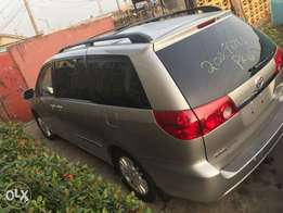 Tokunbo Toyota Sienna Limited 2009