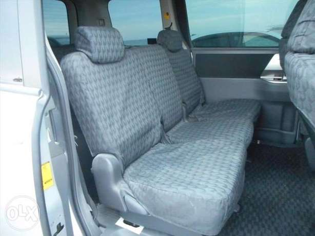 Toyota Noah Si Year 2010 Model Automatic 7 Seater Valvematic Silver Nairobi West - image 6