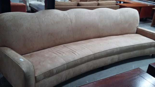 Curved couch Sandton - image 2