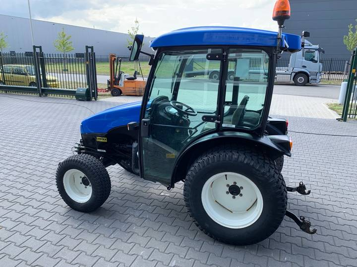 New Holland TCE 40 Tractor - 2006 - image 5