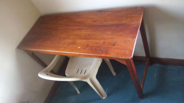 Clean, stable and sizable reading table Kondele - image 1