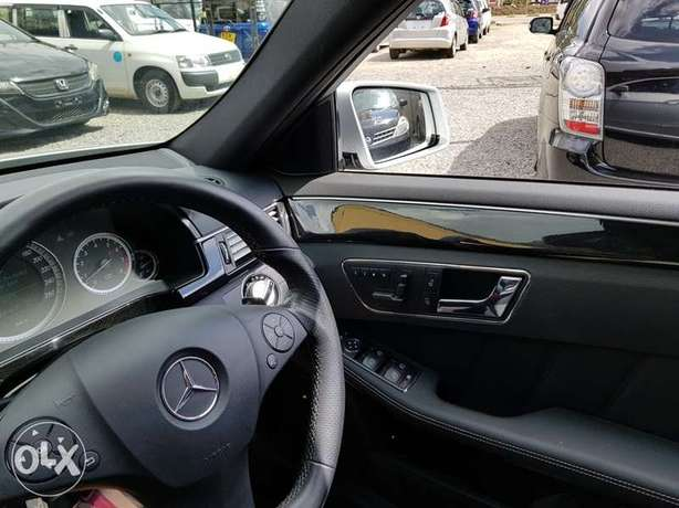 Mercedes E250, Sunroof, Full Leather, Triptronic, etc Nairobi CBD - image 8